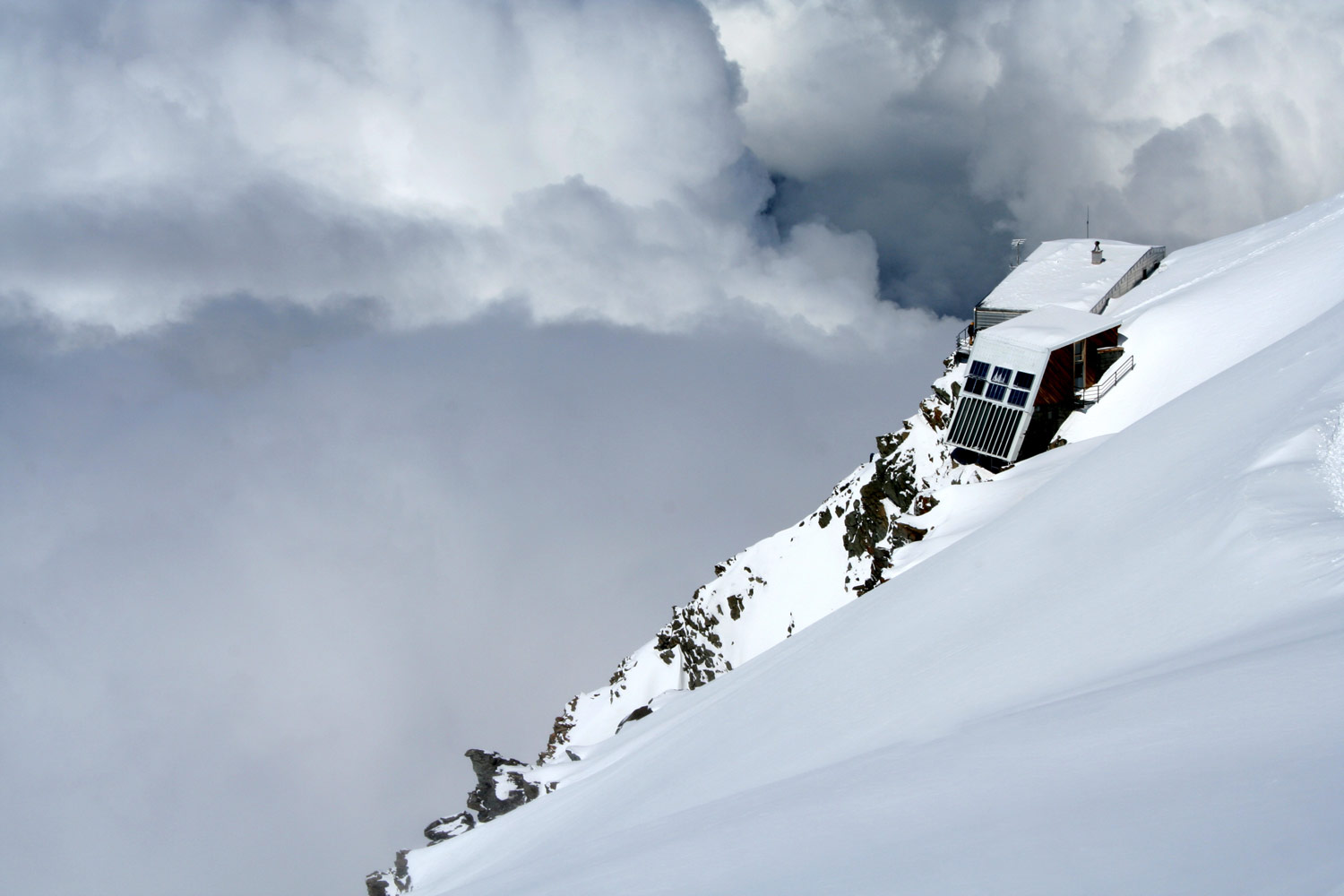 Mont_Blanc_summit_refuge