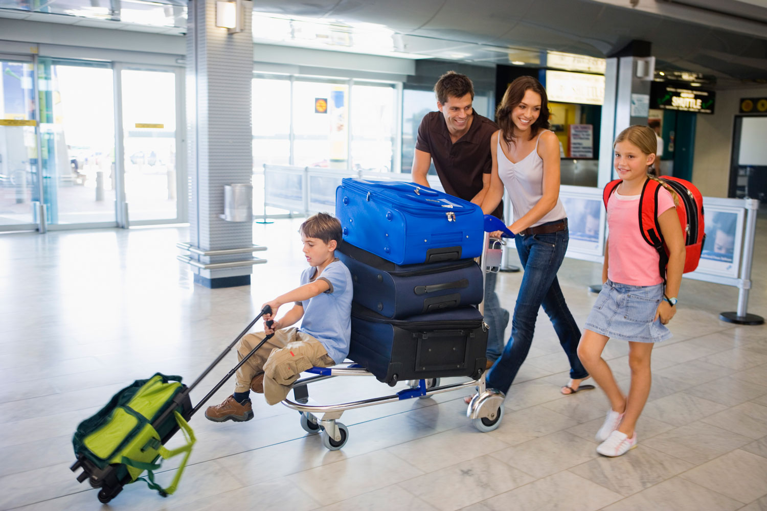 family_airport_baggage