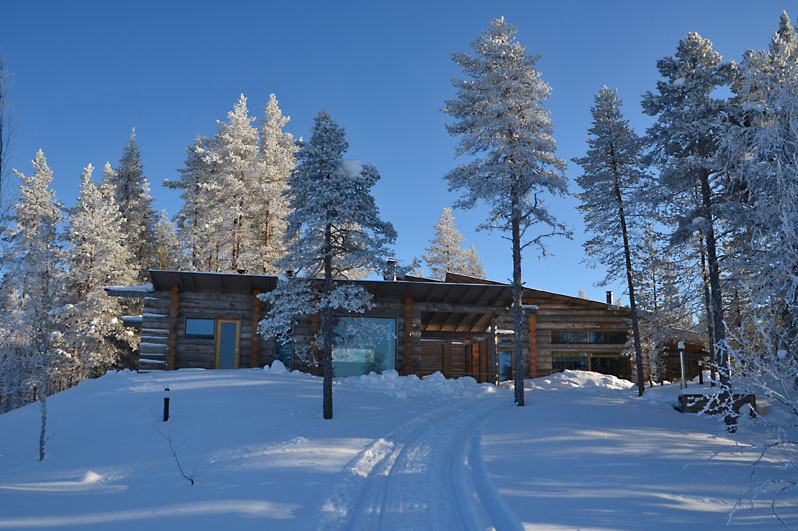 Private Groups lodge on the edge of the lake, Oulanka