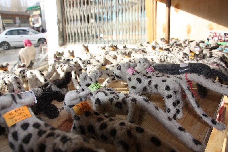 Felted snow leopards