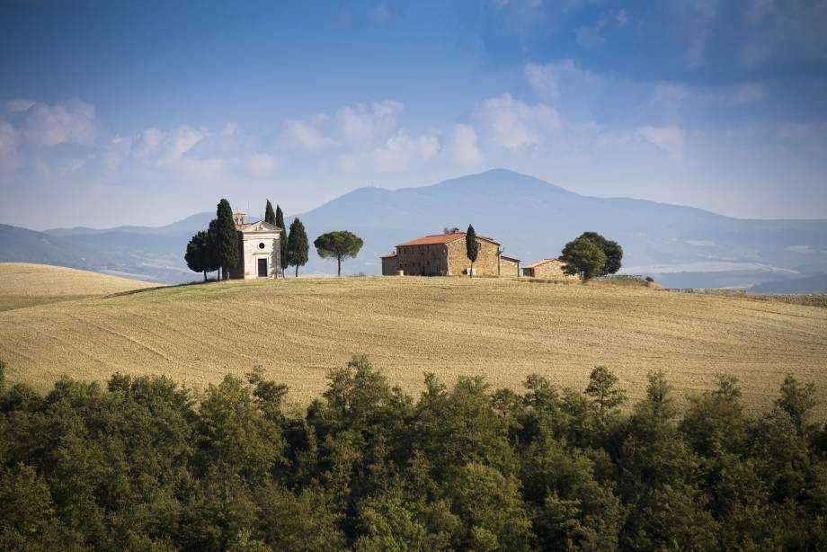 Classic Tuscan scenery and Renaissance towns by bike
