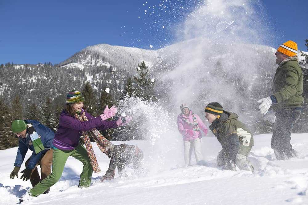 family fun un the snow