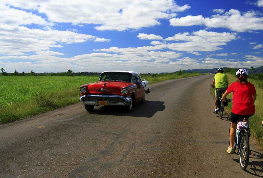Cycling along Cuba's roads
