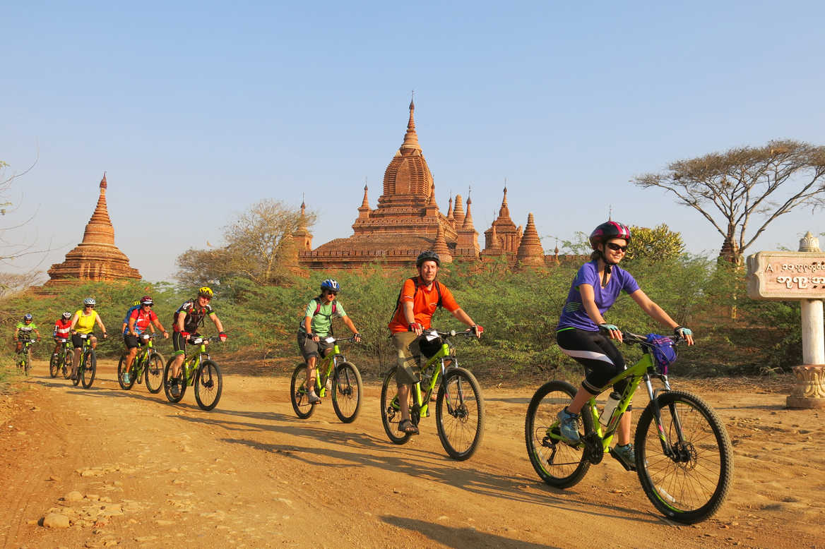Cyclists, Bagan