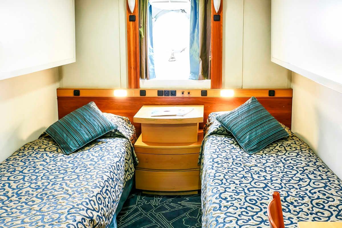 Deck 4 - Twin Porthole, Ocean Endeavour