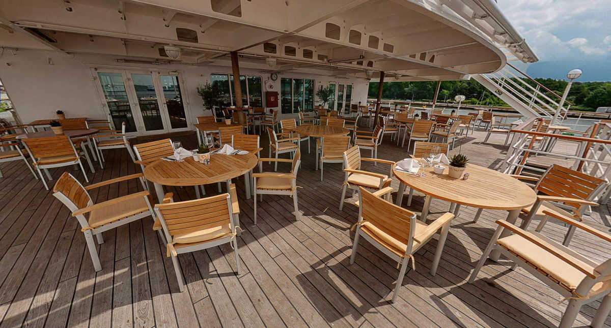 Bistro outdoor space - Resolute