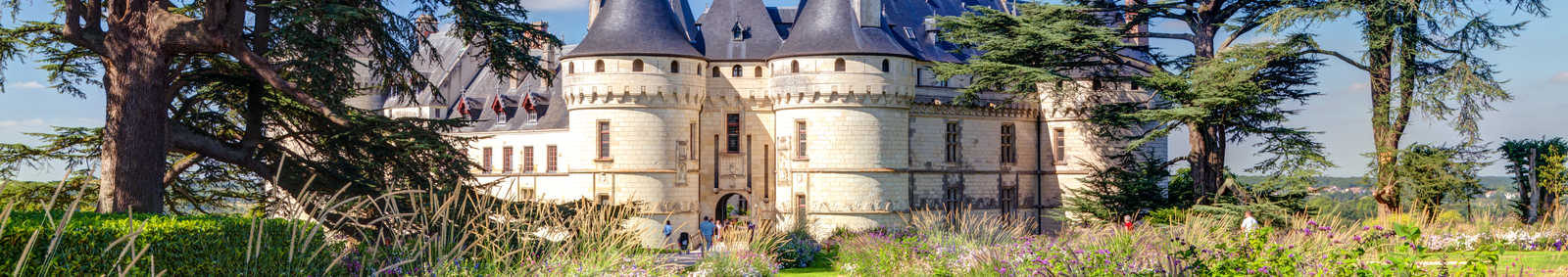chateau_de_chaumont_with_flowers_and_gardens