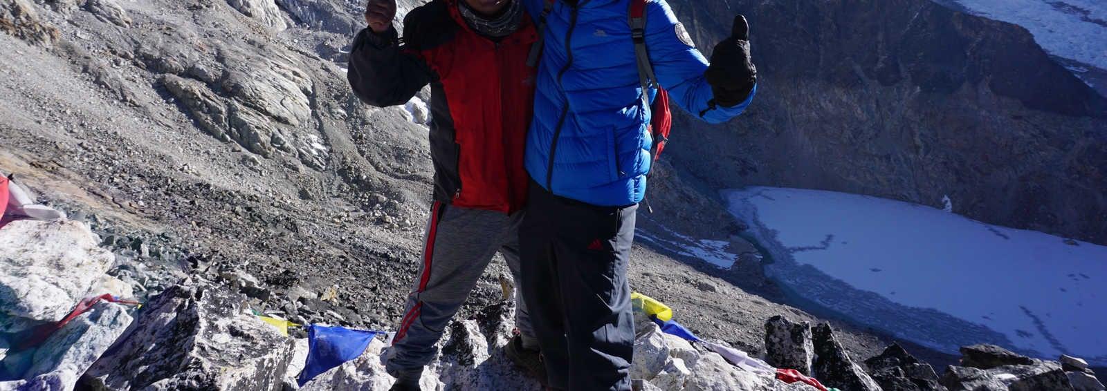 Trekker and Guide, Himalaya