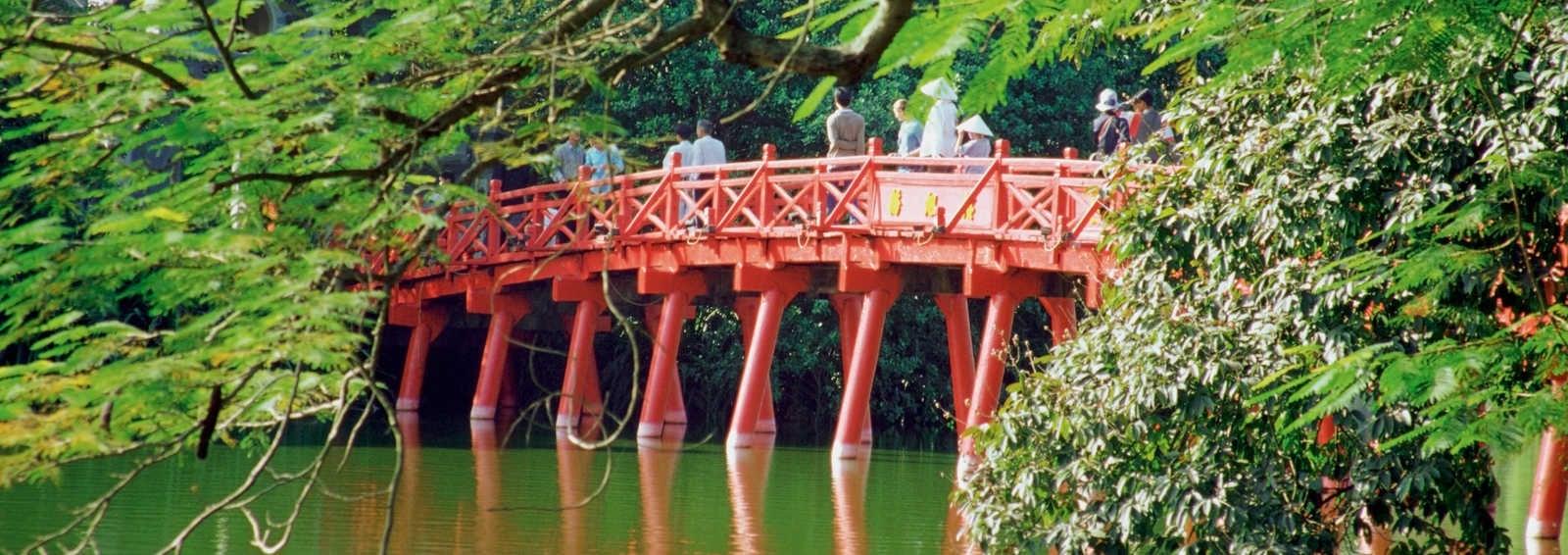 Huc Bridge, Haan Kiem Lake, Hanoi, Vietnam