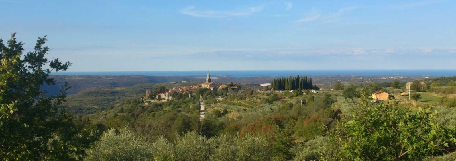 W07IS - Croatia hilltop town