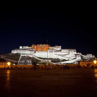 Before the tourist rush around the Barkhor, Lhasa