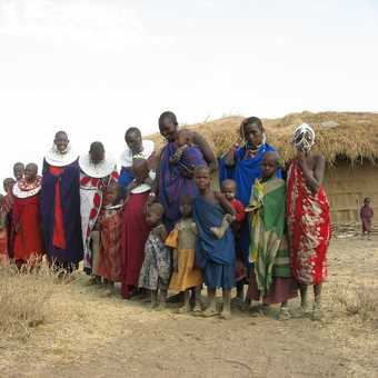 1 husband, 5 wives, 20 children - 1 Masai family