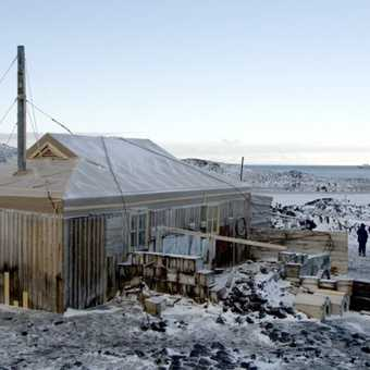 McMurdo Ice Passage : Emperor Penguins