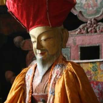 hat buddha