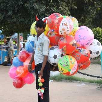 happy balloonist
