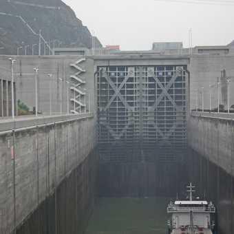 3 gorges dam giant lock