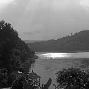 B&W Lake Bunyoni