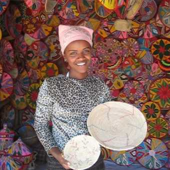 Pretty basket girl - Axum