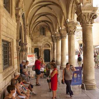 Motto of Dubrovnik Republic: Forget your private interests, take care of the public good