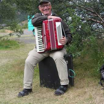 Paillet & his accordian!