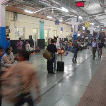Platform scene, overnight train to Kolkata