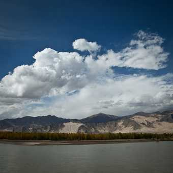 Driving along the Yarlung Tsangpo valley