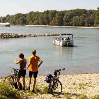 Small Ferry from gasthof Uferhaus, Danube