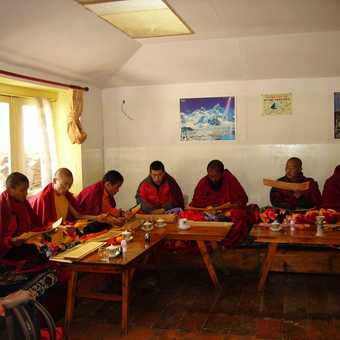 Singing monks at Khunde