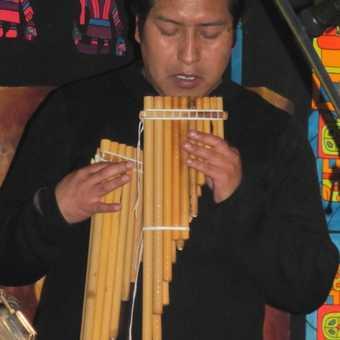 Pena Huari dancers