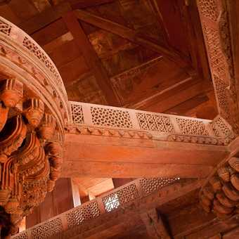Walkways and carvings within Fatehpur Sikri