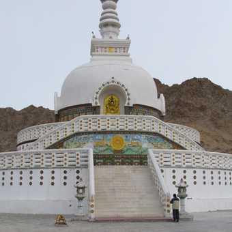 Shanti Stupa, Ley