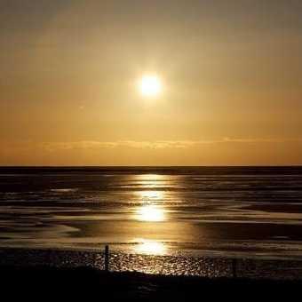 Icelandic sunrise over an icy sea