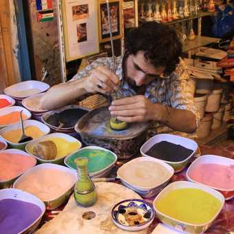 Making sand bottles, Amman