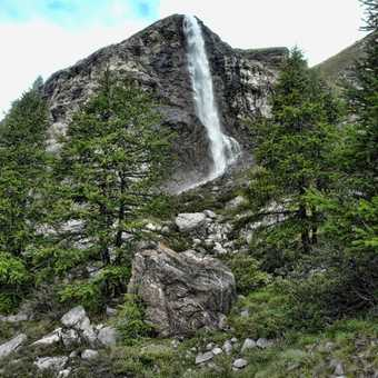 Waterfall on route from Schonbiel hut