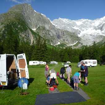 what a great campsite - and what a background! (la Fouly in Switzerland)