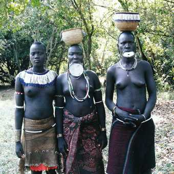 Murci women and lip plates