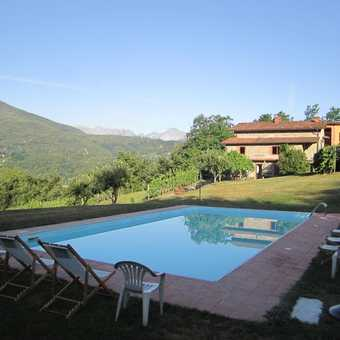 The pool at Braccicorti farmhouse
