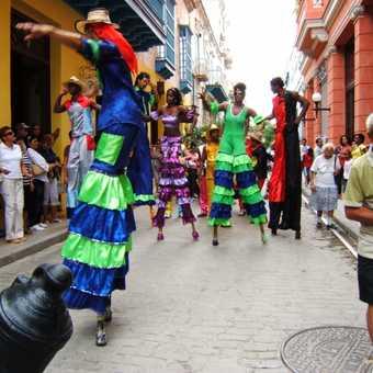 Havana street performers on stilts