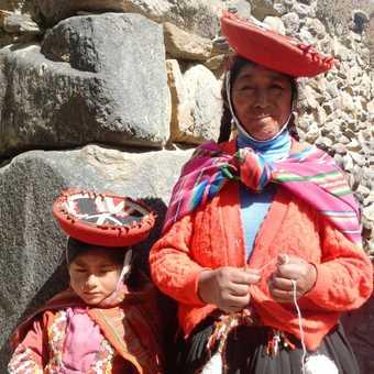Little Inca girl and her Mama in Olantaytambo.
