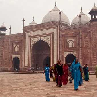 Views around the Taj Mahal.
