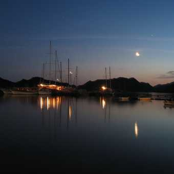 kerkove harbour at night