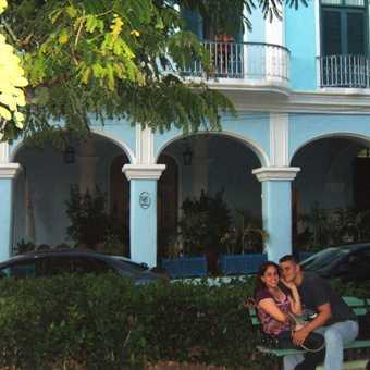 Sancti Spiritus, lovers in Plaza