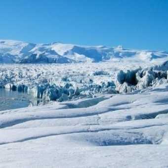 Icebergs on the lagoon