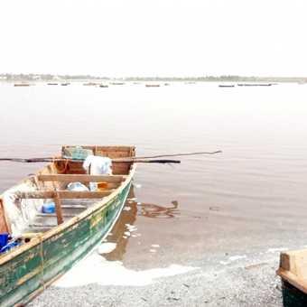 Lac Rose salt workings