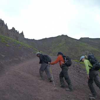 Climbing to the Stok La Pass... it got steeper!