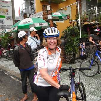 Cycling Aussies in Vietnam