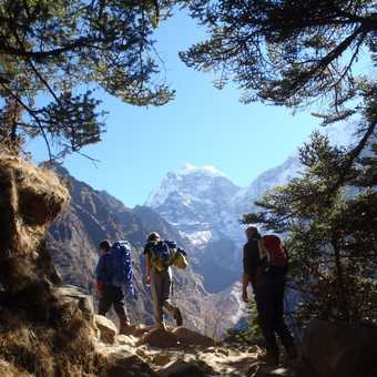 Walking in the early morning sun towards Tengboche, with a stunning view of Kantega