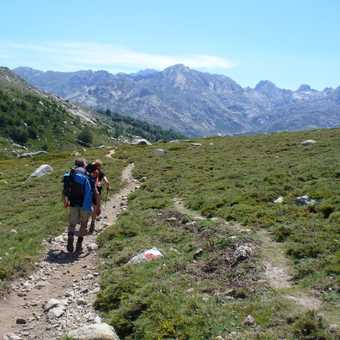 A change in scenery, walking after stopping at Lac de Nino