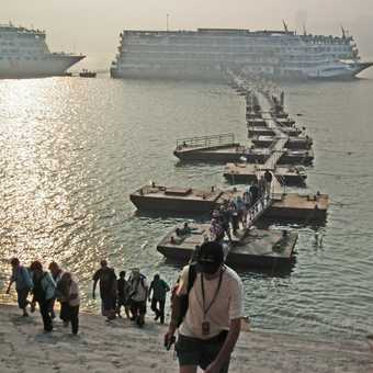 pontoon to Fengdu ghost city
