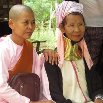 Padaung woman posing with Nun.